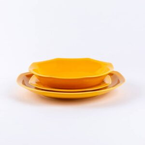 Trio assiettes octogonales jaune en porcelaine française.