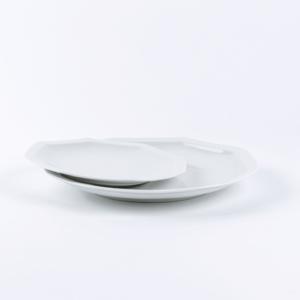 duo d'assiettes en porcelaine blanche de limoges. 19 & 24.5cm