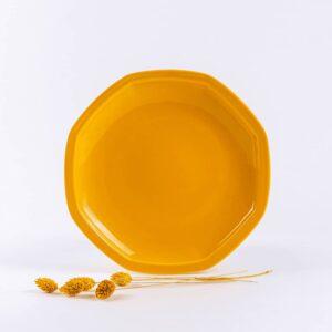 Assiettes octogonales en porcelaine jaune française. 24.5cm
