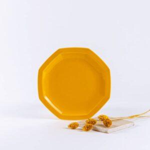 assiette octogonales en porcelaine jaune française. 19cm