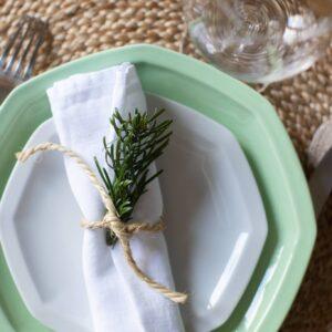duo de deux assiettes en porcelaine blanche de limoges et verte octogonales