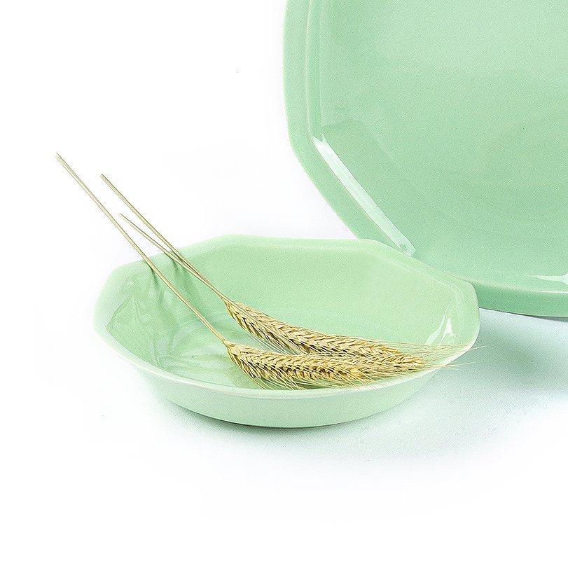 Assiette creuse en porcelaine verte française